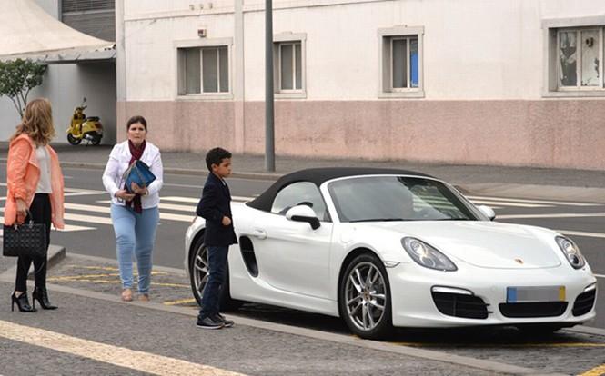 Lộ ảnh Ronaldo đưa bạn gái về Bồ Đào Nha ra mắt - ảnh 7