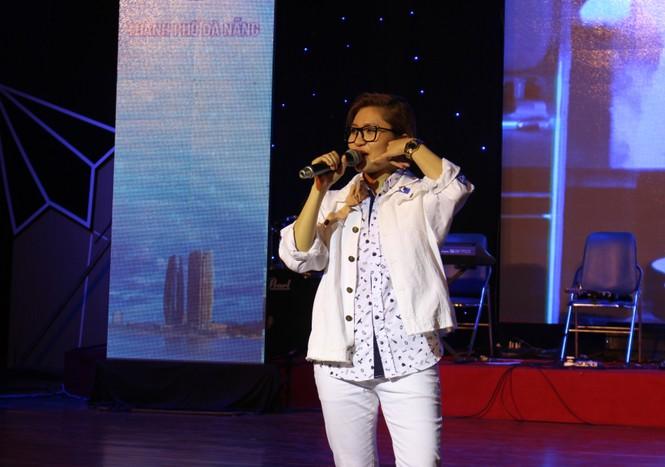 ca khúc,ca sĩ,sinh viên,tiếng hát,Đà Nẵng, Vicky Nhung - ảnh 12