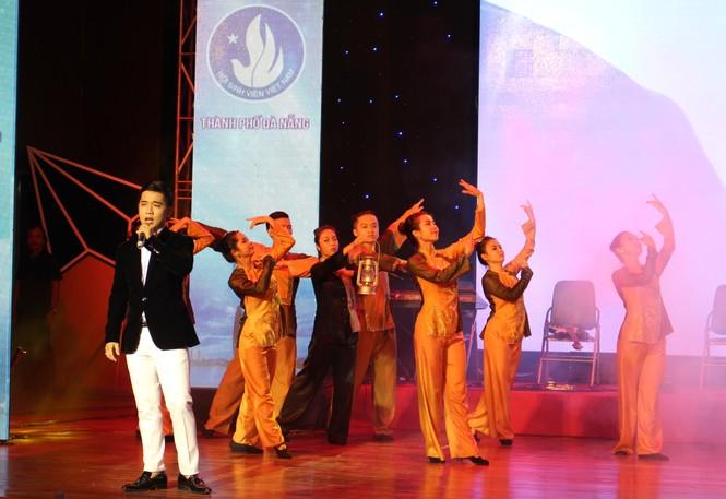 ca khúc,ca sĩ,sinh viên,tiếng hát,Đà Nẵng, Vicky Nhung - ảnh 2