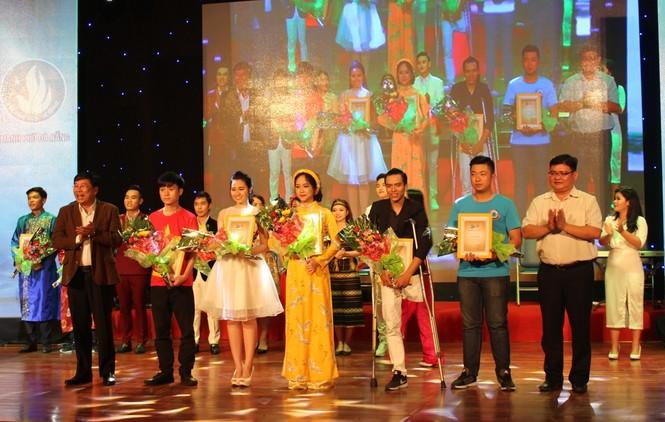 ca khúc,ca sĩ,sinh viên,tiếng hát,Đà Nẵng, Vicky Nhung - ảnh 7