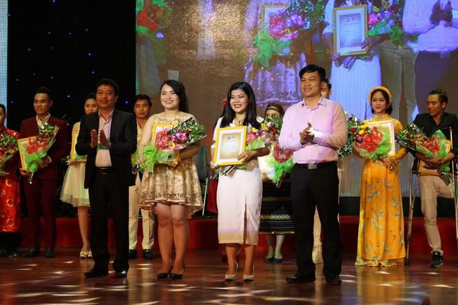 ca khúc,ca sĩ,sinh viên,tiếng hát,Đà Nẵng, Vicky Nhung - ảnh 10
