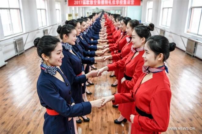 Bên trong lò đào tạo tiếp viên hàng không Trung Quốc - ảnh 1