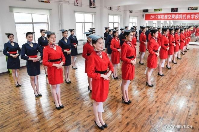 Bên trong lò đào tạo tiếp viên hàng không Trung Quốc - ảnh 2