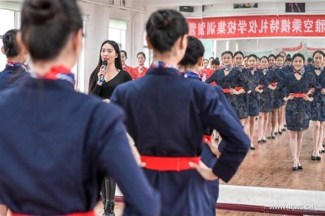 Bên trong lò đào tạo tiếp viên hàng không Trung Quốc - ảnh 3