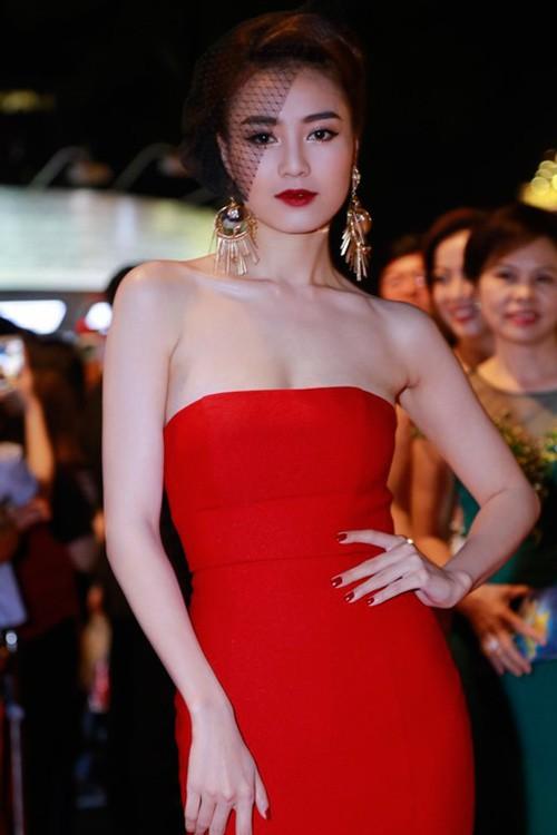 Dàn mỹ nhân Việt 'đổ bộ' thảm đỏ lễ trao giải điện ảnh - ảnh 3