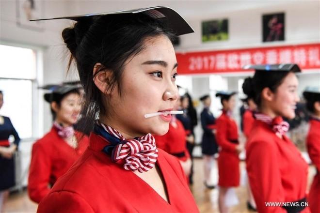Bên trong lò đào tạo tiếp viên hàng không Trung Quốc - ảnh 4