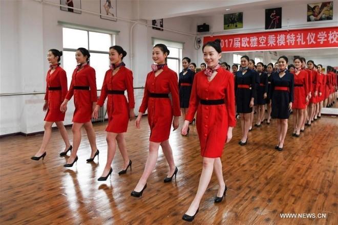 Bên trong lò đào tạo tiếp viên hàng không Trung Quốc - ảnh 7