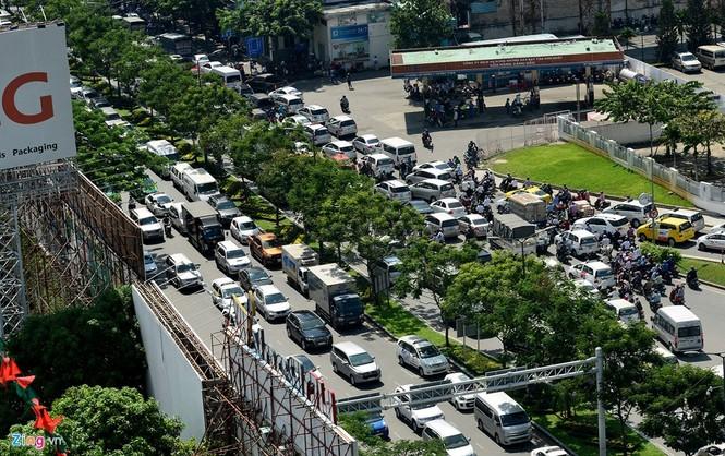 Sân bay Tân Sơn Nhất lại kẹt xe nghiêm trọng - ảnh 5