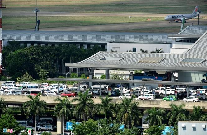 Sân bay Tân Sơn Nhất lại kẹt xe nghiêm trọng - ảnh 8