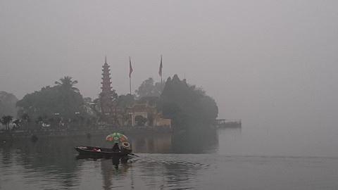 Sương mù dày đặc xuất hiện ở Hà Nội sớm hơn thường lệ - ảnh 2