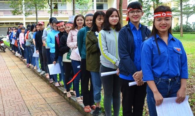Gần 500 sinh viên Trường CĐSP Đắk Lắk đi hiến máu - ảnh 1