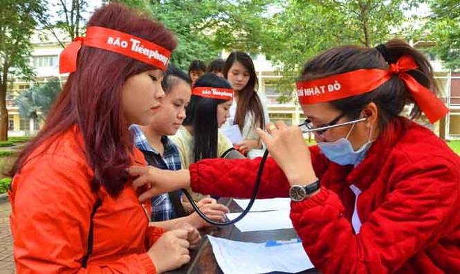 Gần 500 sinh viên Trường CĐSP Đắk Lắk đi hiến máu - ảnh 2