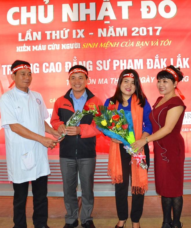 Gần 500 sinh viên Trường CĐSP Đắk Lắk đi hiến máu - ảnh 8