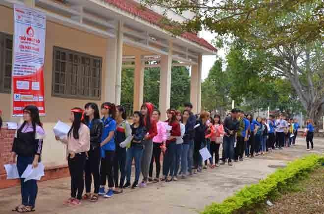 Gần 500 sinh viên Trường CĐSP Đắk Lắk đi hiến máu - ảnh 3