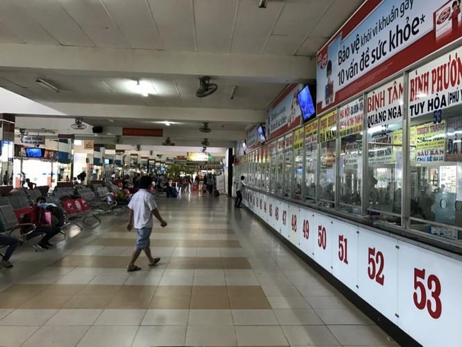 Bến xe, ga Sài Gòn vắng khách, sân bay chật kín người - ảnh 11