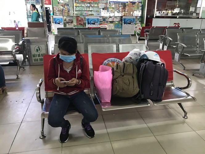 Bến xe, ga Sài Gòn vắng khách, sân bay chật kín người - ảnh 12