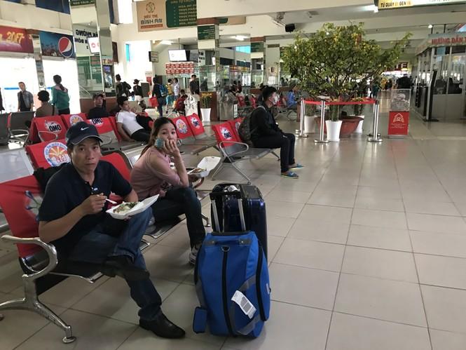 Bến xe, ga Sài Gòn vắng khách, sân bay chật kín người - ảnh 14