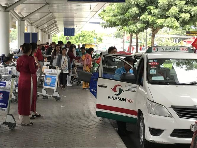 Bến xe, ga Sài Gòn vắng khách, sân bay chật kín người - ảnh 17