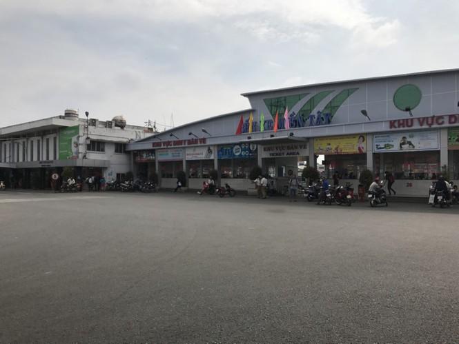 Bến xe, ga Sài Gòn vắng khách, sân bay chật kín người - ảnh 1