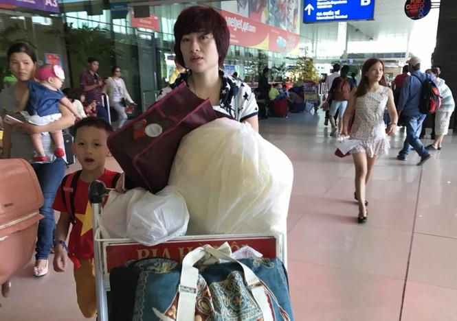Bến xe, ga Sài Gòn vắng khách, sân bay chật kín người - ảnh 21