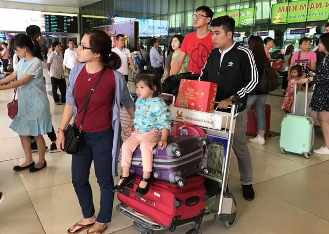 Bến xe, ga Sài Gòn vắng khách, sân bay chật kín người - ảnh 22