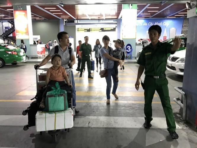 Bến xe, ga Sài Gòn vắng khách, sân bay chật kín người - ảnh 23