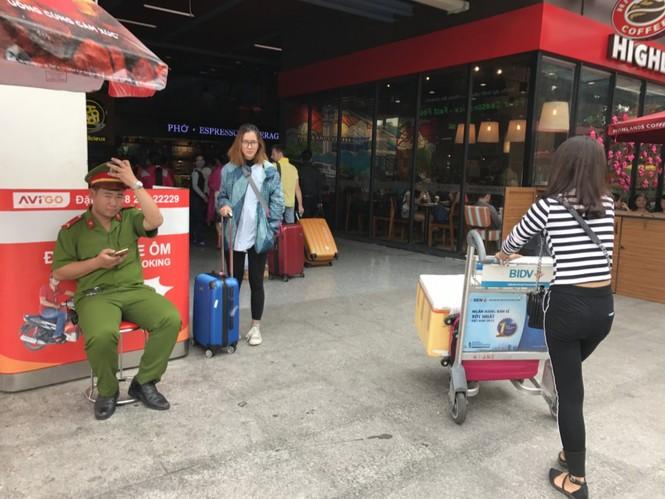 Bến xe, ga Sài Gòn vắng khách, sân bay chật kín người - ảnh 24