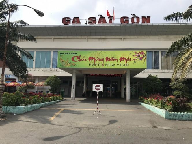 Bến xe, ga Sài Gòn vắng khách, sân bay chật kín người - ảnh 3