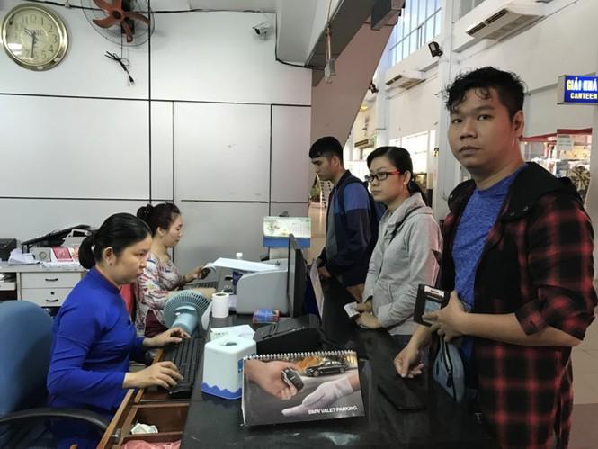 Bến xe, ga Sài Gòn vắng khách, sân bay chật kín người - ảnh 6