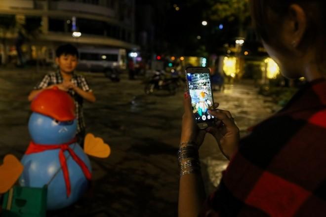 300 công nhân dọn dẹp đường hoa Nguyễn Huệ trong đêm - ảnh 11