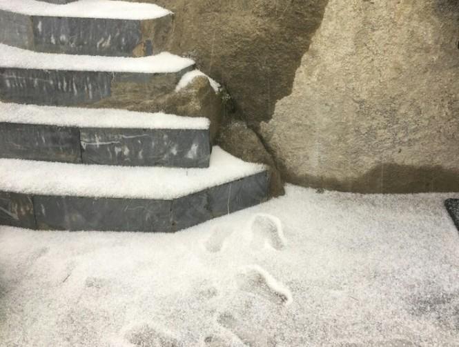 Bất ngờ xuất hiện mưa băng tại đỉnh Fansipan Sa Pa - ảnh 2