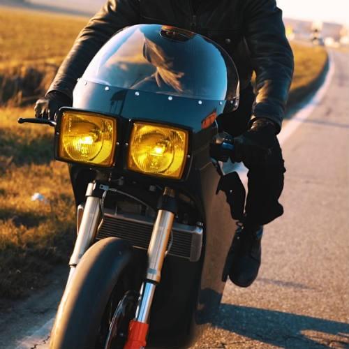 Soi 'cú đêm' cực ngầu Ducati 750 F1 - ảnh 9