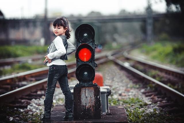 Bé gái mang hai dòng máu Việt - Đức 'diễn' đẹp như người mẫu - ảnh 3