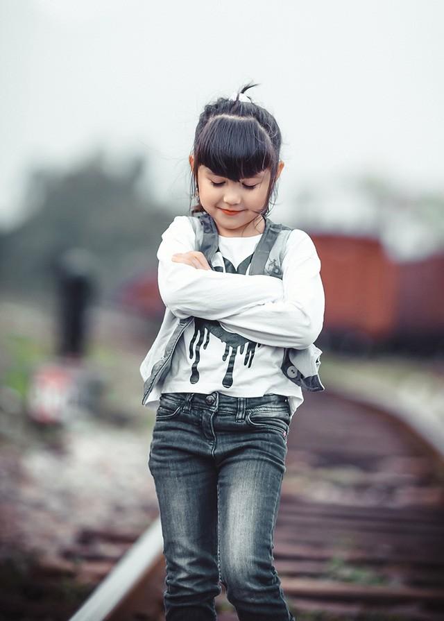 Bé gái mang hai dòng máu Việt - Đức 'diễn' đẹp như người mẫu - ảnh 5