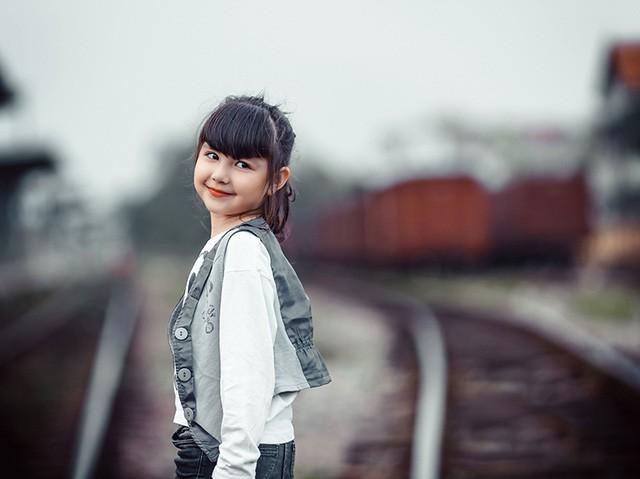 Bé gái mang hai dòng máu Việt - Đức 'diễn' đẹp như người mẫu - ảnh 6