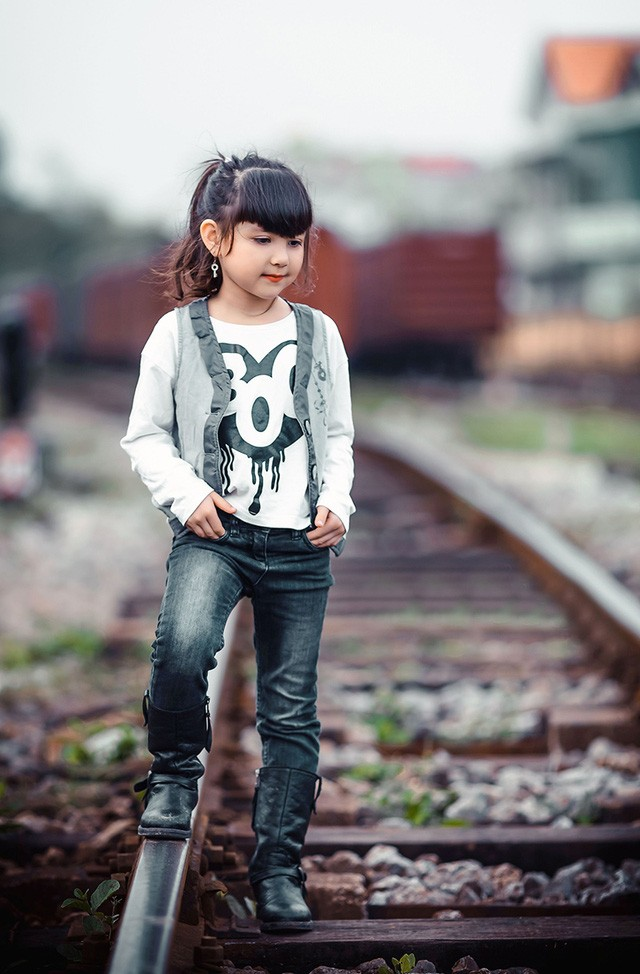 Bé gái mang hai dòng máu Việt - Đức 'diễn' đẹp như người mẫu - ảnh 7