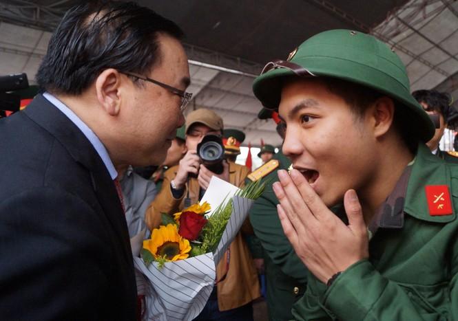 3.500 thanh niên Hà Nội lên đường nhập ngũ - ảnh 8