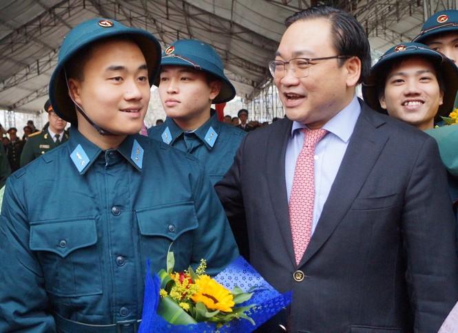 3.500 thanh niên Hà Nội lên đường nhập ngũ - ảnh 9