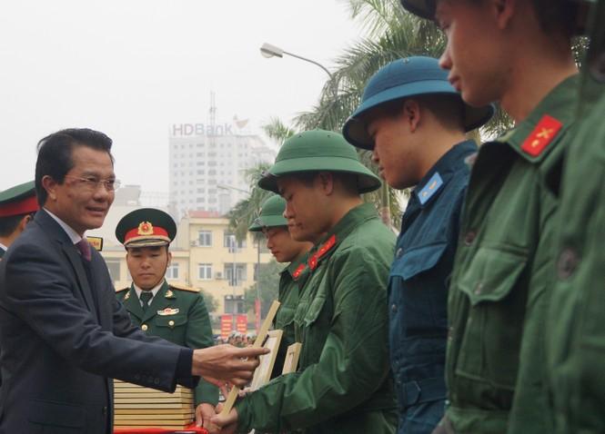 3.500 thanh niên Hà Nội lên đường nhập ngũ - ảnh 5