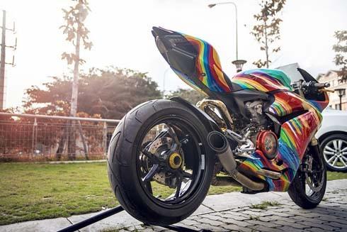 Ducati 899 Panigale 'độ' cầu vồng 7 sắc tại Việt Nam - ảnh 3