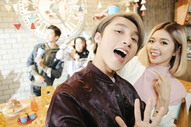 Sơn Tùng M-TP nhí nhảnh selfie cùng Suni Hạ Linh - ảnh 1