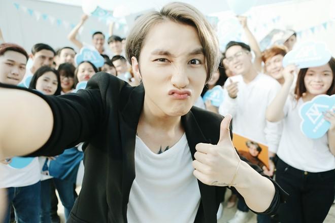 Sơn Tùng M-TP nhí nhảnh selfie cùng Suni Hạ Linh - ảnh 3