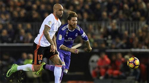 Real thua Valencia, cuộc đua Liga lại rộng mở cho Barca - ảnh 1