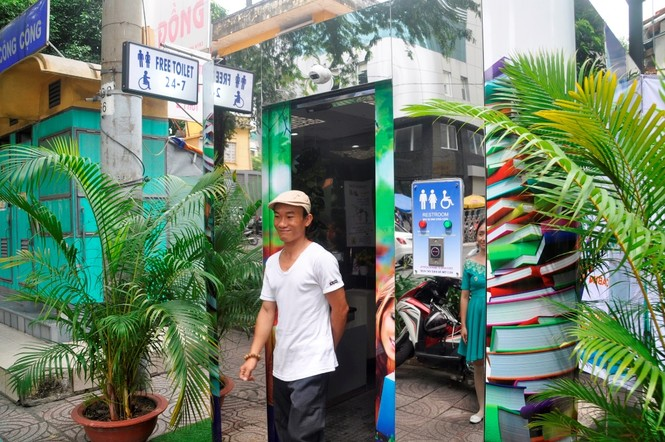 Nhà vệ sinh năng lượng mặt trời ở trung tâm Sài Gòn - ảnh 1