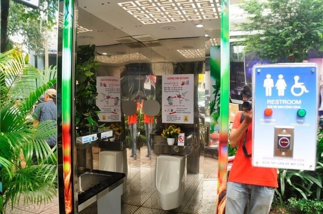 Nhà vệ sinh năng lượng mặt trời ở trung tâm Sài Gòn - ảnh 2