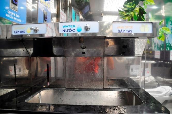 Nhà vệ sinh năng lượng mặt trời ở trung tâm Sài Gòn - ảnh 9