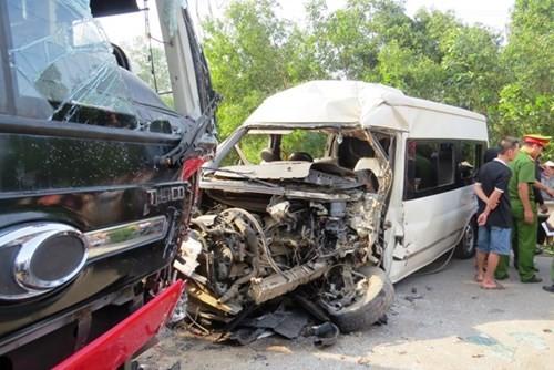 BẢN TIN ATGT: Hai ô tô đâm nhau trực diện, 10 người thương vong - ảnh 5