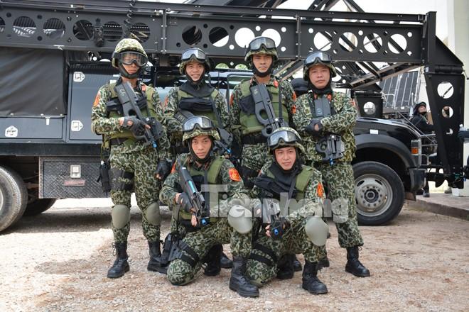 Cận cảnh đặc công Việt Nam đọ tài với đặc nhiệm các nước - ảnh 1