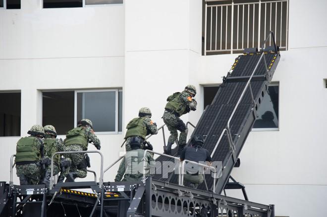 Cận cảnh đặc công Việt Nam đọ tài với đặc nhiệm các nước - ảnh 3