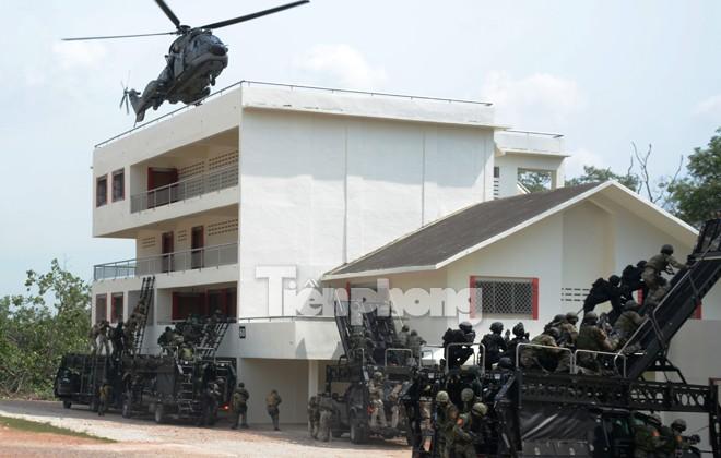 Cận cảnh đặc công Việt Nam đọ tài với đặc nhiệm các nước - ảnh 4